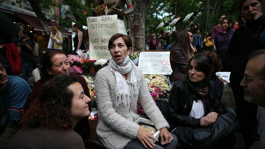 KHK ile görevinden ihraç edilen eğitimci Nuriye Gülmen gözaltına alındı