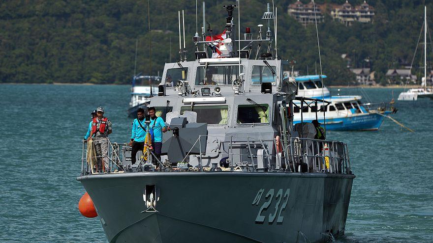 رجال الإنقاذ في تايلاند يستأنفون البحث عن 23 مفقوداً بعد غرق سفينة سياحية