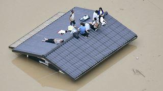 Dezenas de mortos e milhares de deslocados por causa das cheias no Japão