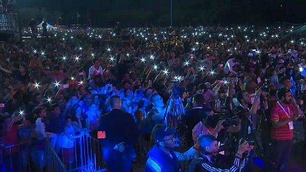 شاهد: تجاوب كبير للجمهور مع الفنانين في مهرجان تيميتار بأغادير