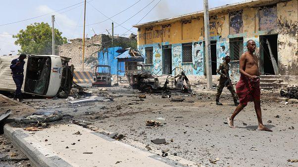 Mogadişu'da bomba yüklü araç cumhurbaşkanlığı sarayını hedef aldı