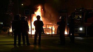 Полицейский арестован, но беспорядки в Нанте не утихают