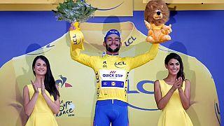 Fernando Gaviria vence primeira etapa do Tour de France