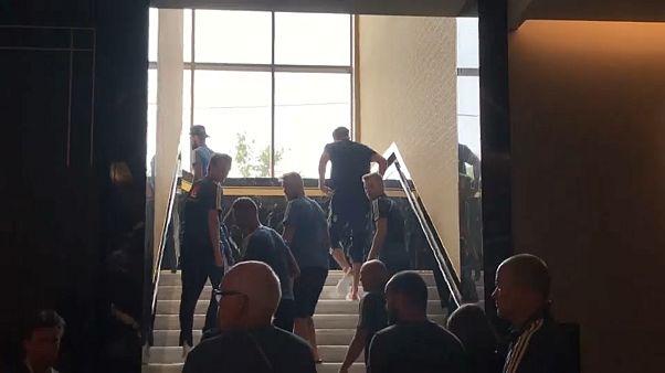 بالفيديو: المنتخب السويدي يخلي الفندق حيث ينزل بسبب إنذار