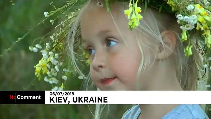 Kievliler yaz gündönümünü ve doğanın uyanışını kutladı