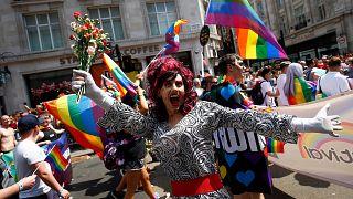 Londra si tinge d'arcobaleno per il Gay Pride