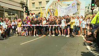 Πλήθος κόσμου στο Gay Pride του Λονδίνου