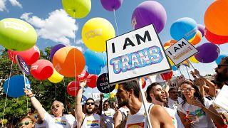 """El """"orgullo"""" de un millón de personas recorre el centro de Madrid"""