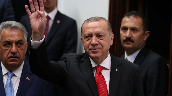 تركيا تعزل أكثر من 18 ألف موظف يعملون في القطاع العام