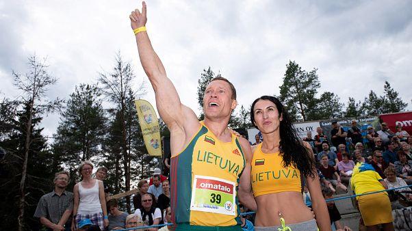 شاهد: ليتوانيا تفوز ببطولة العالم لحمل الزوجات