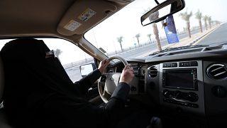 امرأة تدهس رجلاً بسيارتها في السعودية