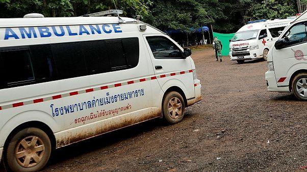 Tayland'da mağarada mahsur kalan çocuklardan dördü çıkarıldı