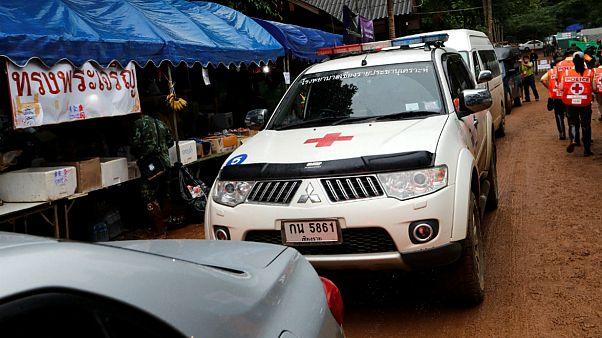 چهار تن از نوجوانان محبوس در غار تایلند پس از نجات به بیمارستان منتقل شدند