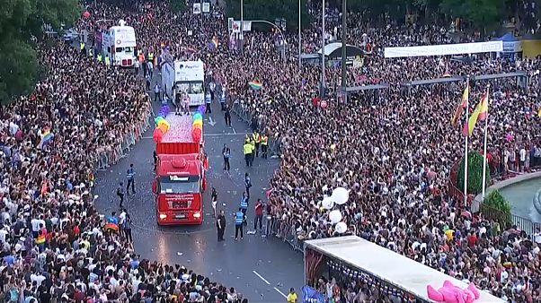 Радужный парад в Мадриде