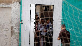إطلاق سراح عشرات المعتقلين في عدن ونفي حكومي لوجود سجون سرية