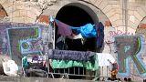 Csak a civilekben bízhatnak a menekültek Boszniában