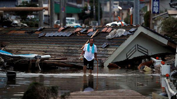 Chuvas obrigam quase um milhão de japoneses a sair de casa