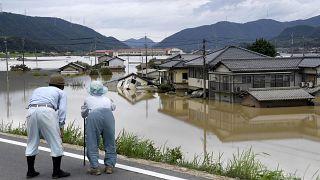 اعلام وضع فوقالعاده در ژاپن؛ آغاز نجات محاصرهشدگان در سیل