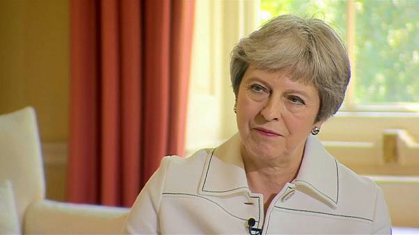 Theresa May insiste no fim da livre circulação de cidadãos da UE no Reino Unido