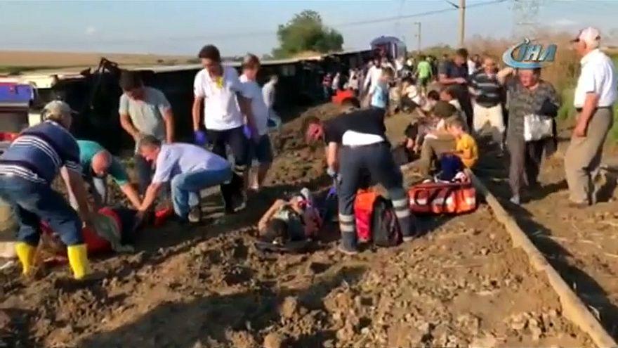 Kisiklott egy vonat Törökországban, legalább 10-en meghaltak