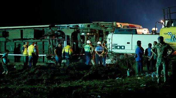 Πολύνεκρο σιδηροδρομικό δυστύχημα στη βορειοδυτική Τουρκία