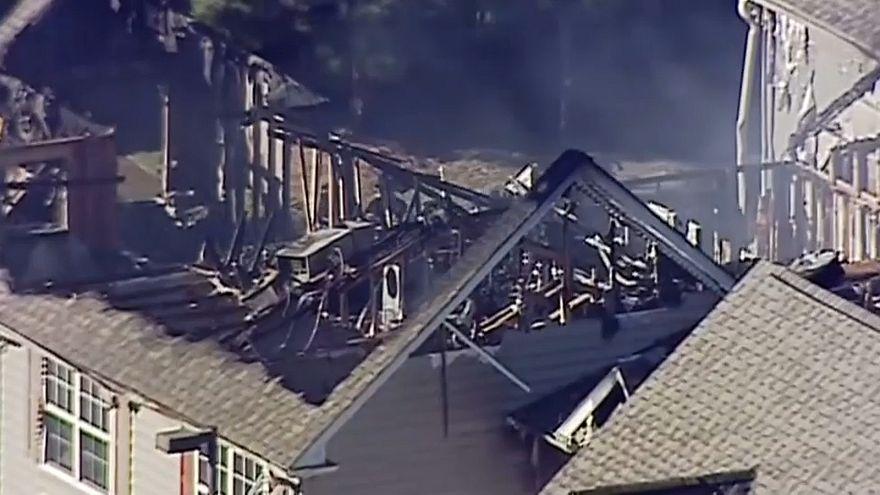 Ausgebrannter Dachstuhl eines Wohnhauses