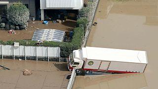 سیلاب و رانش زمین در ژاپن؛ شینزو آبه سفرش به خارج را لغو کرد