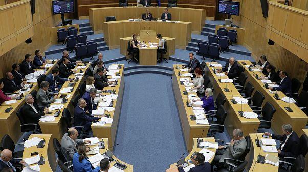 Κύπρος: Υπερψήφισε η Βουλή τα νομοσχέδια για ΜΕΔ και Συνεργατισμό