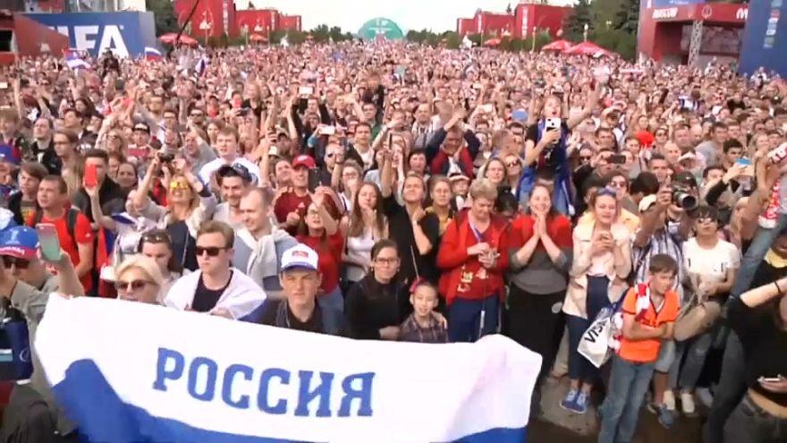 Seleção russa recebida em apoteose