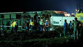 Крушение поезда в Турции: число жертв возросло