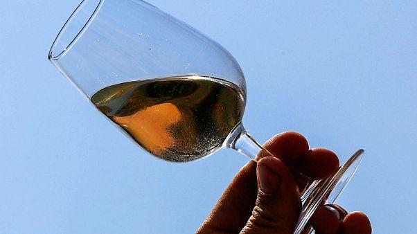 Spanyollal hamisították a francia rozé bort