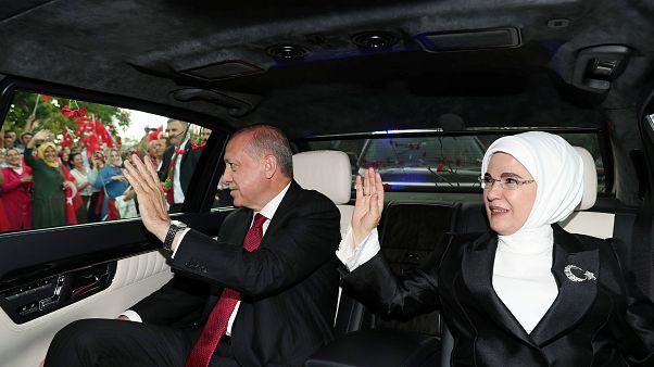 إردوغان يؤدي اليمين الدستورية ويعين صهره وزيرا للمالية