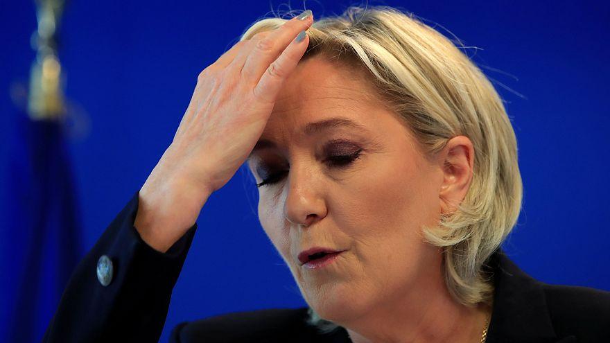 Francia, blocco dei fondi di 2 milioni di euro al partito di Le Pen