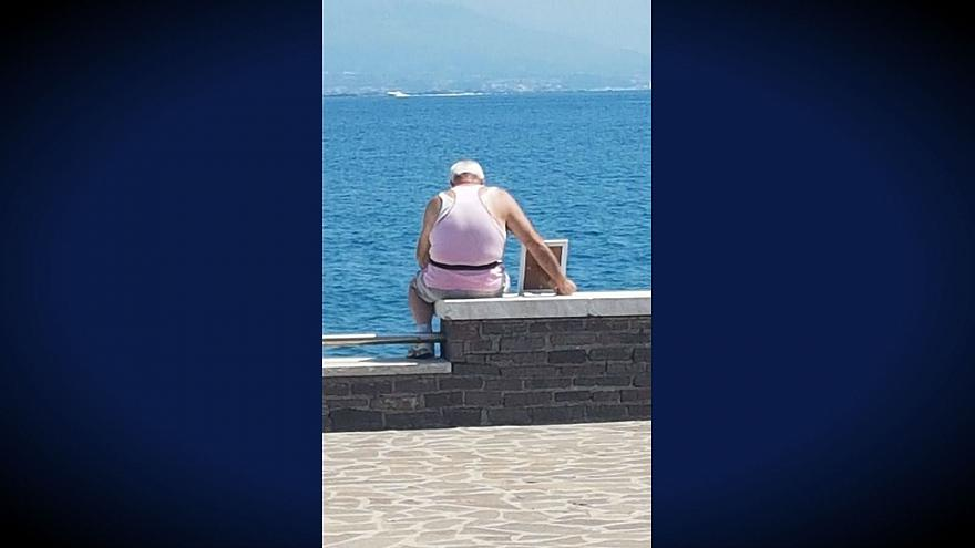 This Italian widower goes to the sea every morning with a framed picture of his late wife