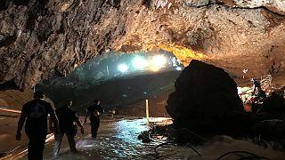 Спасатели вывели всех детей и их тренера из пещеры - власти