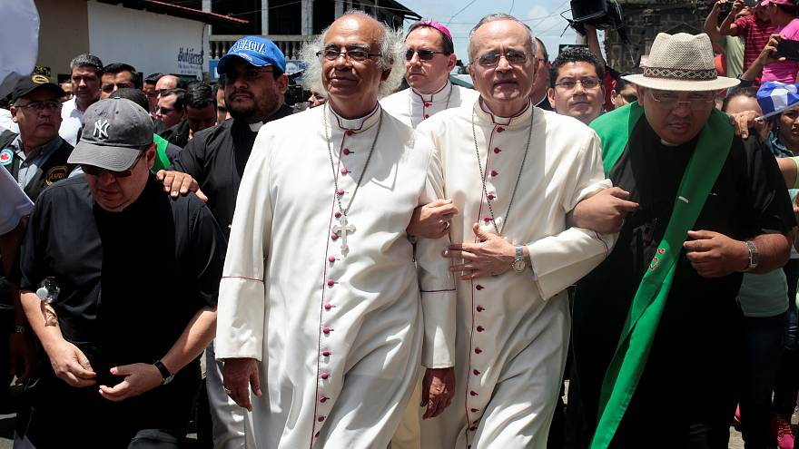 El cardenal Leopoldo Brenes y el obispo Silvio Báez en Diriamba