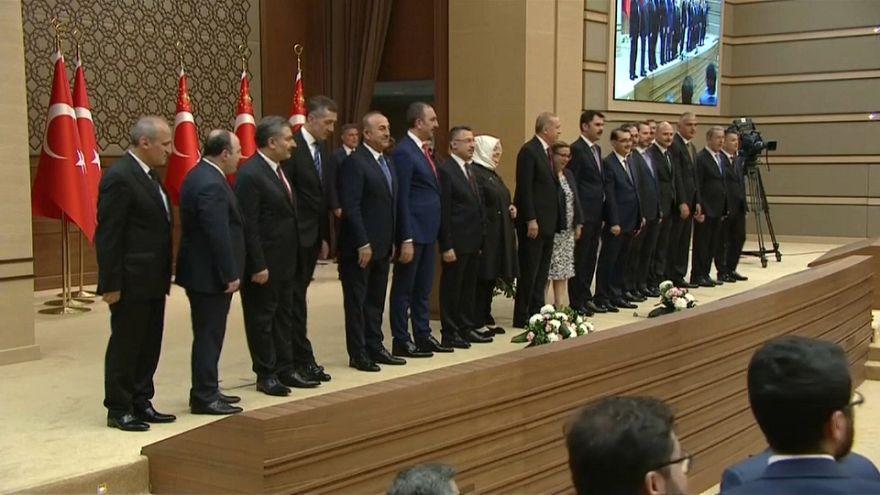 Türkei: Erdoğan setzt im neuen Kabinett auf Vertraute