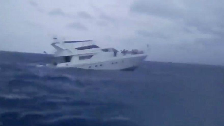 القارب السياحي الغارق