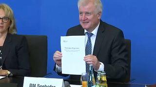 """""""Asylwende für Deutschland"""": Seehofer stellt """"Masterplan"""" vor"""