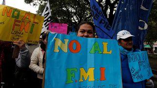 Milhares de pessoas protestam em Buenos Aires contra acordo com FMI
