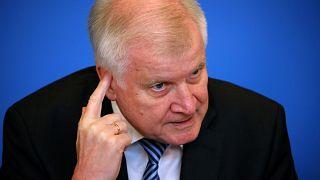 Allemagne : Seehofer présente son plan anti-migrants