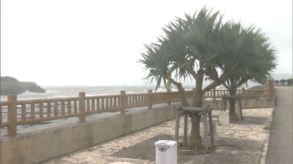 """Тайфун: """"Мария"""" пришел в Японию"""