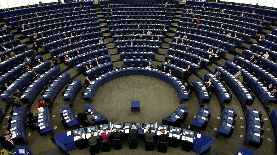 Avrupa Parlamentosu'nda ek işten köşeyi dönen vekiller