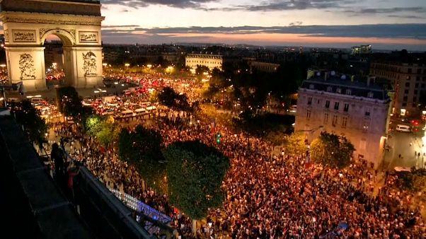 فرحة الجماهير الفرنسية بعد حجز تذكرة نهائي مونديال روسيا 2018