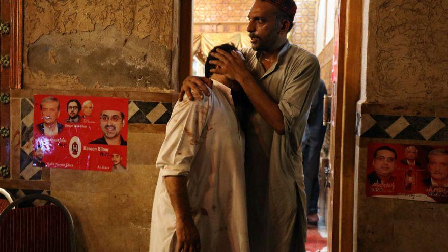 20 muertos y 65 heridos en un atentado suicida en Pakistán