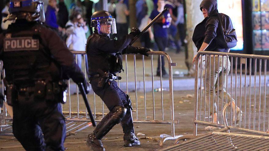Affrontements sur les  Champs-Élysées