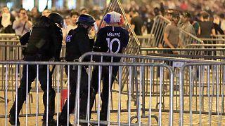 شاهد: أعمال شغب في باريس عقب تأهل المنتخب الفرنسي لنهائي مونديال روسيا