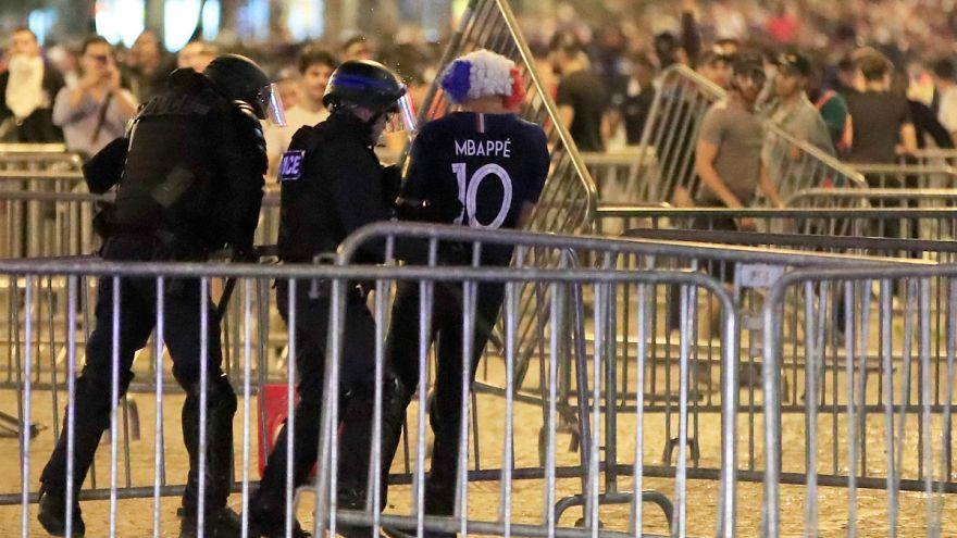 Krawalle bei Fußballfeier in Paris