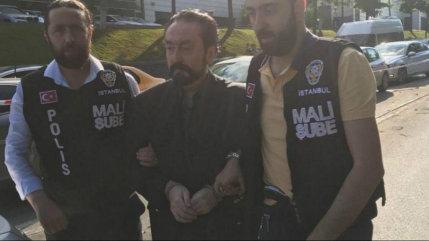 ترکیه؛ عدنان اکتار مبلغ و مجری تلویزیون دستگیر شد