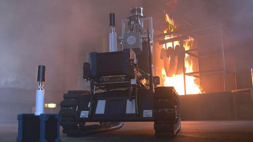 روبات با حس بویایی که به آتشنشانان کمک میکند